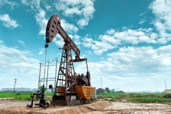 Oilfield service companies enjoy the benefits of oil and gas factoring.